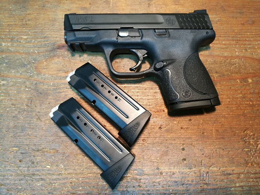 Smith &Wesson M&P Compact con tres cargadores
