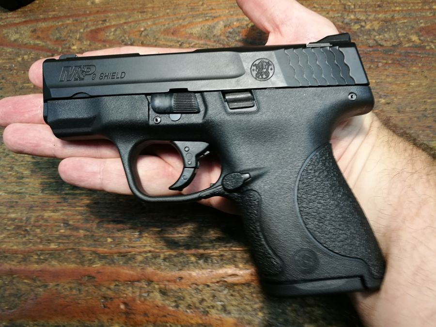 Smith & Wesson M&P Shield en la palma de la mano